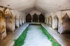 Terra de enterro de pedra antiga Imagens de Stock