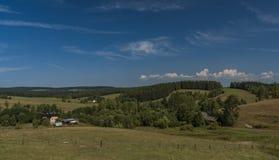 Terra de pasto perto da cidade de Kraslice em Boêmia ocidental foto de stock royalty free