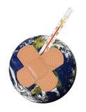 Terra del pianeta con bandaid ed il termometro. Immagini Stock Libere da Diritti