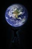 Terra della holding dell'uomo Immagine Stock Libera da Diritti