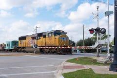 TERRA DELLO ZUCCHERO, IL TEXAS - DICEMBRE 2015: Treno pacifico di riparazioni del sindacato Immagini Stock