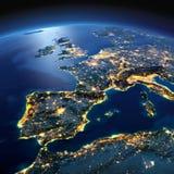 Terra dettagliata La Spagna ed il mar Mediterraneo su un nig illuminato dalla luna Immagini Stock Libere da Diritti