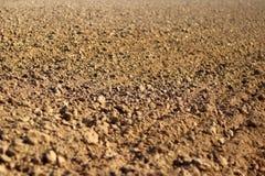 Terra di recente arata Una struttura brunastra di sollievo Allenti il suolo per piantare agricoltura Affare agricolo Tecnologia d Immagini Stock Libere da Diritti