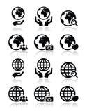 A terra do globo com ícones das mãos ajustou-se com reflexão Fotos de Stock Royalty Free