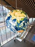 Terra do planeta dentro da Vancôver Convention Center, Columbia Britânica imagens de stock