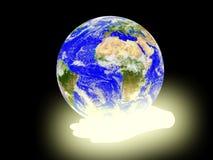 Terra do planeta no fundo das palmas. Imagens de Stock