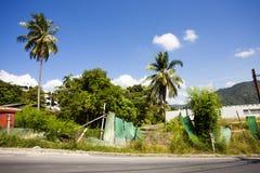 Terra e construção abandonadas Fotos de Stock Royalty Free