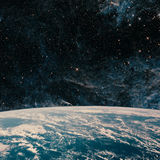 Terra e galáxia Espaço do céu noturno imagem de stock