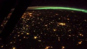 Terra e l'Italia dall'ISS Elementi di questo video ammobiliato dalla NASA L'Italia ha acceso le luci notturne stock footage