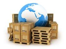 Terra e muito caixa da pálete e do cargo Foto de Stock