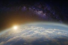 Terra e Via Látea foto de stock