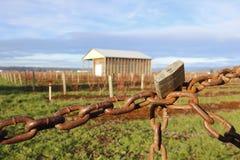 Terra ed effetti personali proteggenti dell'azienda agricola Fotografie Stock Libere da Diritti