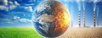 Terra em um fundo da grama e das nuvens contra uma terra arruinada em um fundo de um deserto inoperante com as chaminés de fumo d fotografia de stock royalty free