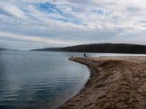 A terra encontra a água no ponto Reyes Imagem de Stock