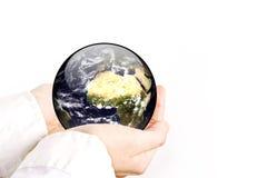 A terra está em suas mãos Imagens de Stock