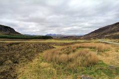 Terra estéril e montanha Foto de Stock Royalty Free