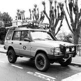 Terra gialla d'annata Rover Defender Camel Trophy immagine stock libera da diritti