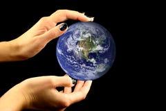 Terra in mani Immagine Stock Libera da Diritti