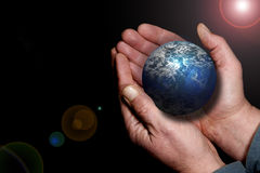 Terra in mie mani Fotografie Stock Libere da Diritti