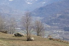 Terra mobile di un campo coltivato con un bello fondo Immagine Stock
