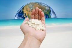 A terra na praia da areia, incluindo os elementos fornecidos pela NASA Fotografia de Stock Royalty Free
