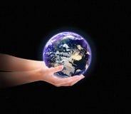 Terra nas mãos ilustração stock