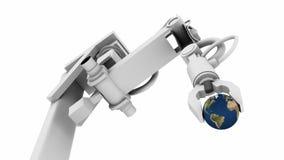 Terra nella pinsa di un braccio del robot Fotografia Stock
