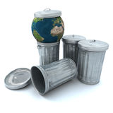 Terra no caixote de lixo Foto de Stock