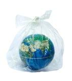 A terra & o saco de plástico foto de stock