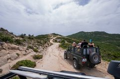 Terra Offroad Rover Defender 110 do carro fora imagem de stock royalty free
