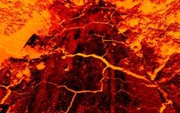 A terra racha a lava quente