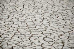 Terra rachada e seca no deserto Fotografia de Stock Royalty Free