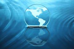 Terra su acqua Immagini Stock