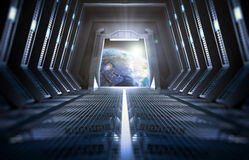 Terra veduta dall'interno di una stazione spaziale Fotografia Stock Libera da Diritti