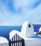 Terrace on Santorin island with a view on azure Mediterranean se Stock Photography