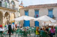 Terracein el cuadrado de la catedral en Havana Cuba fotografía de archivo libre de regalías