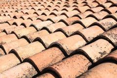 Terracota a couvert de tuiles la texture de toit images stock