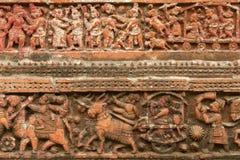Terracota stellt an Tempel Pancharatna Govinda in Puthia, Bangladesch dar Lizenzfreie Stockfotos
