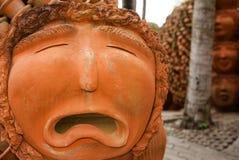 Terraglie del fronte tristi su sinistra dell'immagine Fotografia Stock