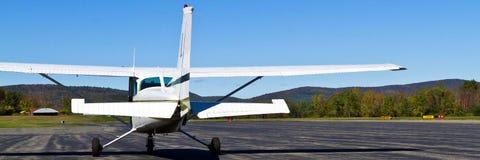 Terrain d'aviation de petite ville image stock