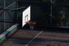 Terrain de basket dans la ville Image libre de droits