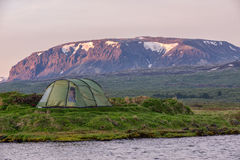 Terrain de camping dans Thingvellir, Islande Photos stock
