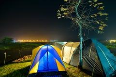 Terrain de camping près du lac Image libre de droits