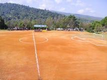 Terrain de football au sol image libre de droits