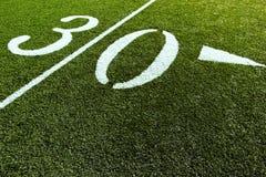 Terrain de football avec 30 yards   Photographie stock libre de droits