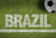 Terrain de football avec le texte : Brésil photos stock