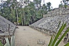 Terrain de football des Maya Photographie stock