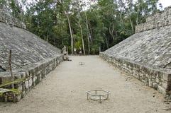 Terrain de football des Maya Images libres de droits