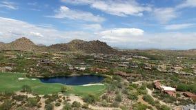 Terrain de golf aérien 4 de Scottsdale Arizona banque de vidéos