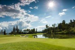 Terrain de golf au soleil Images stock